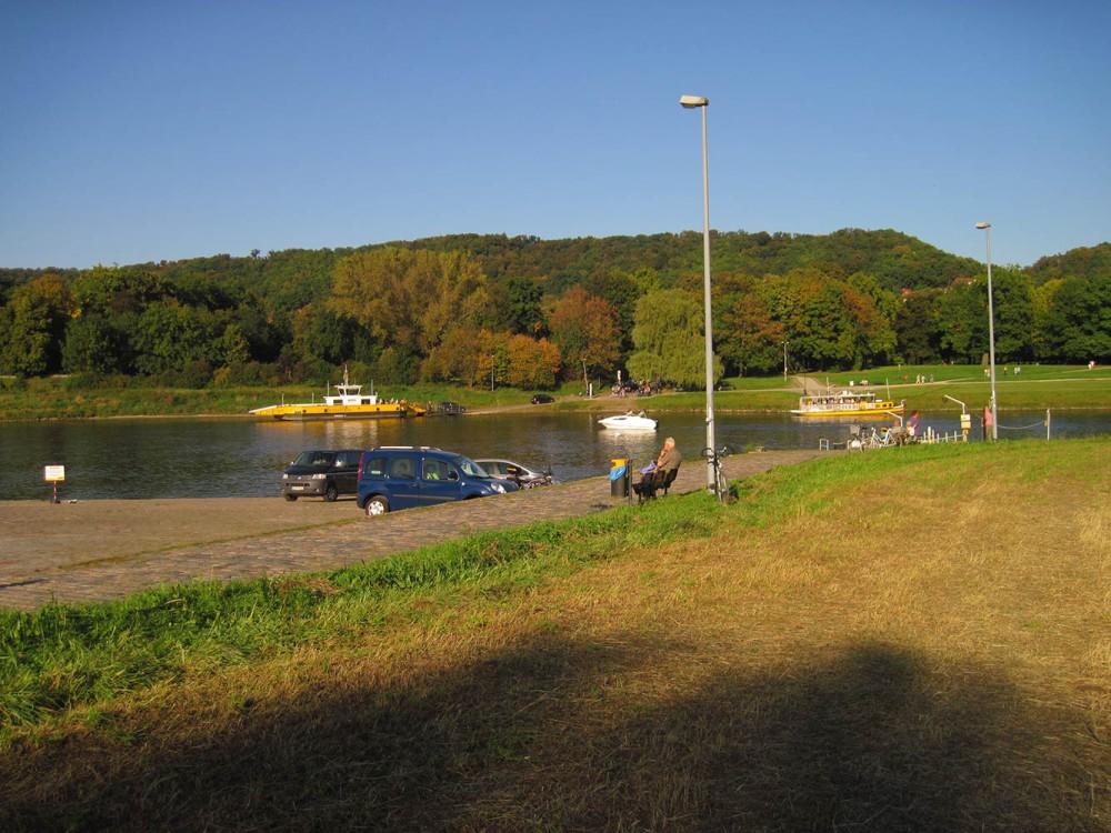 Die Elbfähren (300 m) nach Pillnitz
