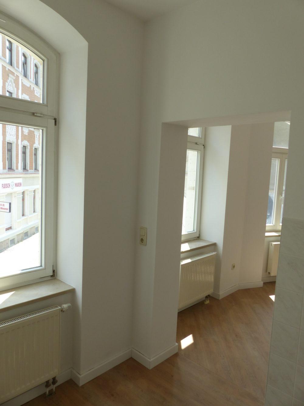 Blick von der Küche zum Wohnzimmer
