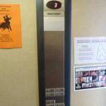 Aushänge im Fahrstuhl