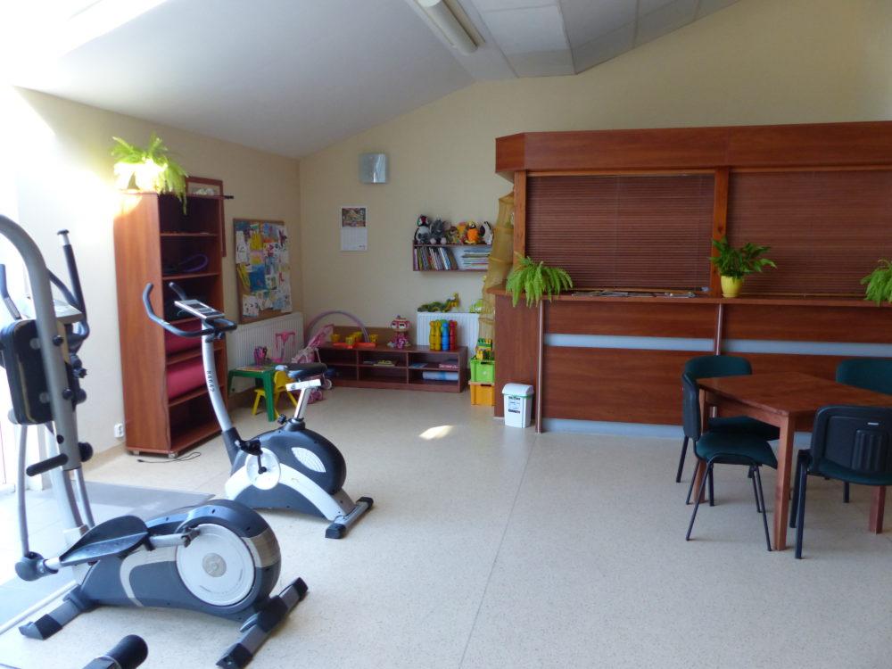 Fitnessraum mit Spielecke und Bar