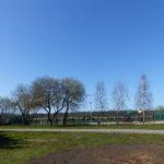 Zwischen Strand und Hotel ein öffentlicher Fitnesspark mit Spielplatz