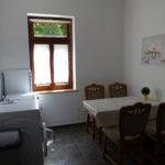 Küche mit Ess- und Waschplatz