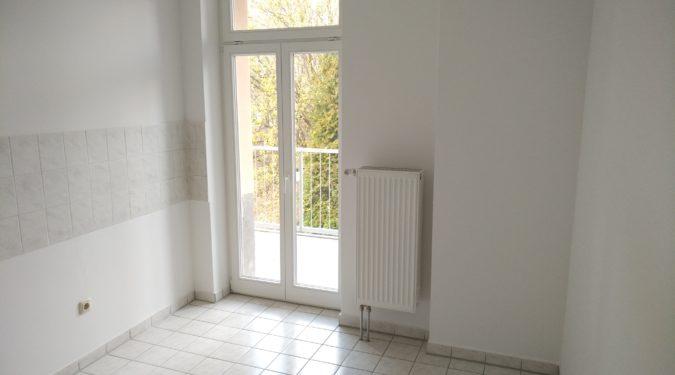 Separate 3-Raum-EG-Wohnung mit großem Balkon